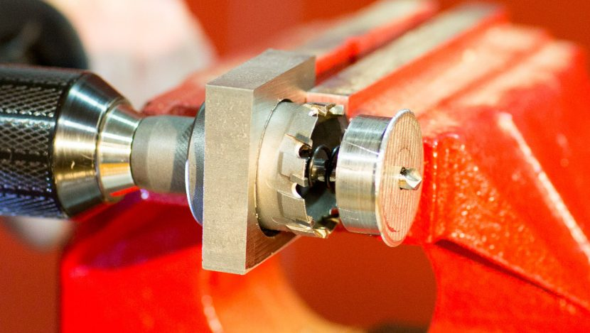 Carbide tipped saw makes deep cuts