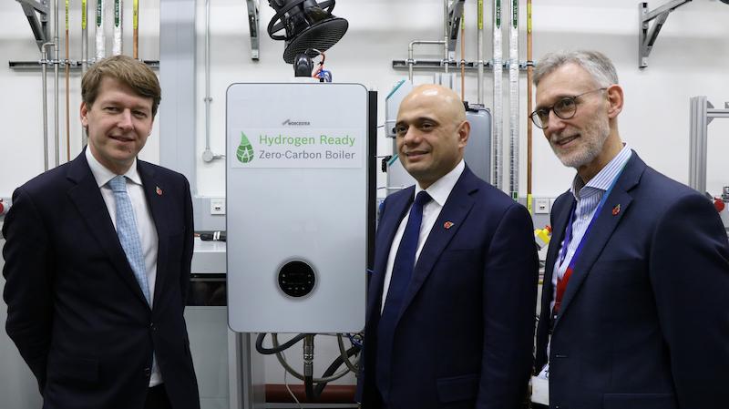 Chancellor visits Worcester Bosch 'clean gas' laboratory