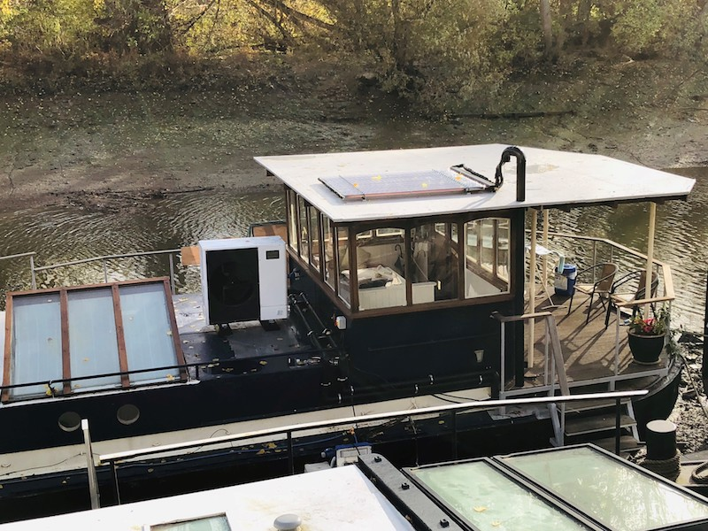 Heat pumps suit life on the houseboat