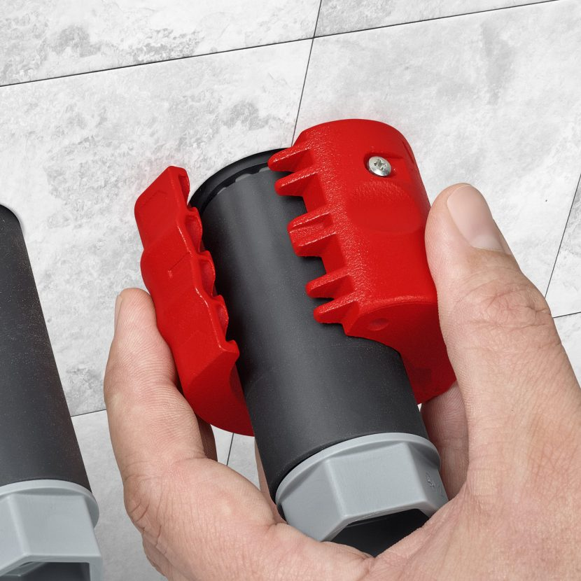 BiX: cutter for plastic pipes and sealing sleeves