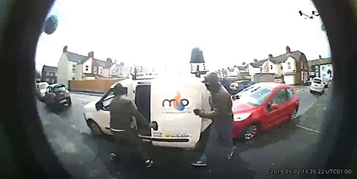 Harrowing footage of tool thieves in daylight robbery