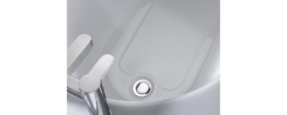 Tread pattern helps  make bathing safer